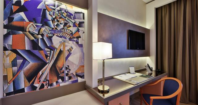 "Best Western Modena District room desk and flat-screen TVs of 32 ""or 42"" with satellite channels, digital terrestrial television and Mediaset premium Cinema and football"