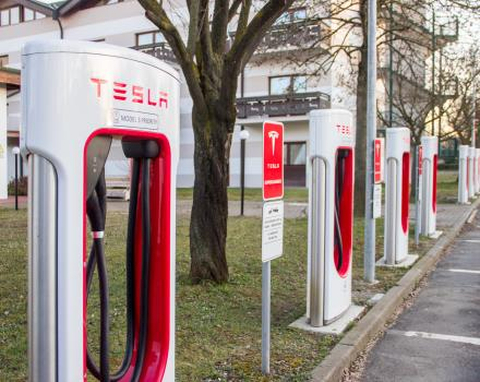 Tesla supercharge stations