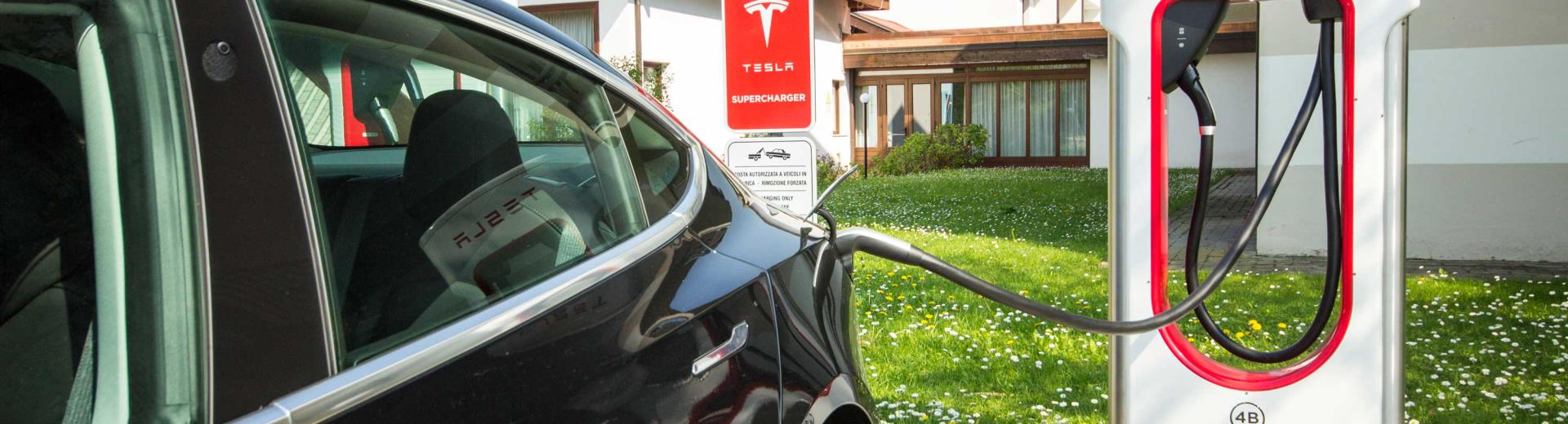 Tesla Supercherger stations
