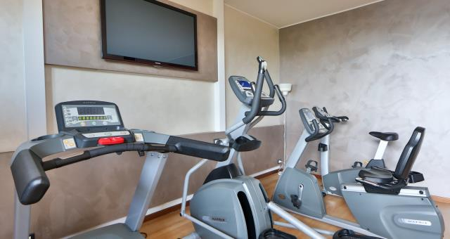 Gym and fitness centre at Best Western Hotel Modena District